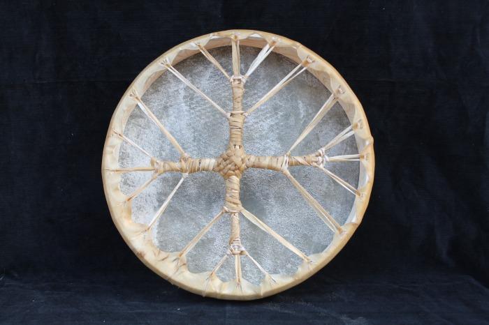 Tamburo con pelle di Asino<br> Conciatura fatta a mano con prod naturali<br> Struttura a tasselli in legno di Abete<br> diametro cm 42,6<br> h struttura cm 6<br> peso kg 0,800<br>