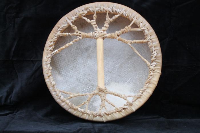 Tamburo una pelle di Bufalo<br> conciatura fatta a mano con prod naturali<br> Struttura a tasselli in legno di Abete<br> diametro cm 40<br> peso g 840<br>